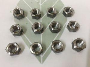 Kaksipuolinen 2205 A182 F51 UNS S31803 EN1.4462 kuusiokoloruuvi DIN933